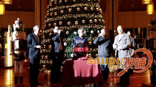 青岛鲁商凯悦酒店举行圣诞点灯仪式暨客户答谢酒会