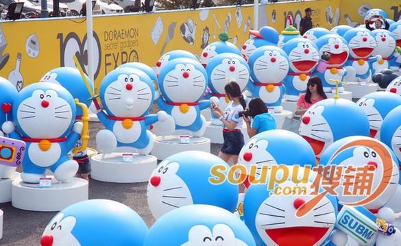 杭州/据悉,活动期间,100个1:1比例、形态各异的哆啦A梦,手持100...