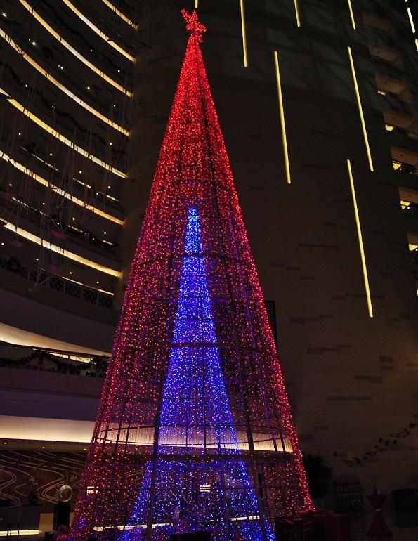 美爆!青岛南山美爵度假酒店惊现超大圣诞树