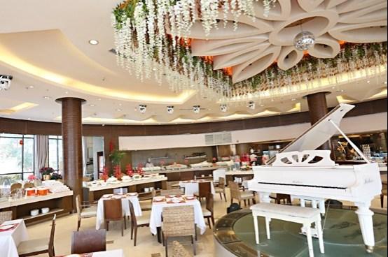 张娅姝老公金鲨海鲜自助餐厅只不过常常靠抢才能吃到