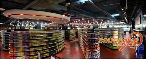 略有不同的是整体呈loft风格的佳吉美精品超市地面是采用了暗红色的