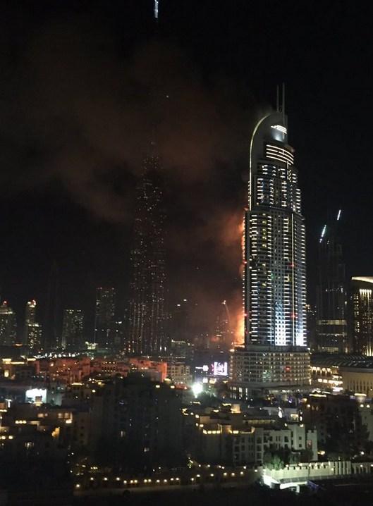 跨年夜世界第一高楼哈利法塔旁酒店发生大火灾