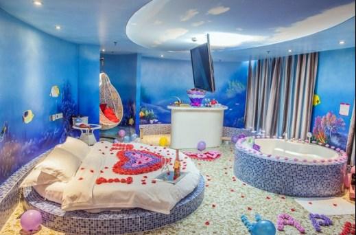 酒店每个房间都有不同的主题,房型设计与室内装修均出自知名设计师之