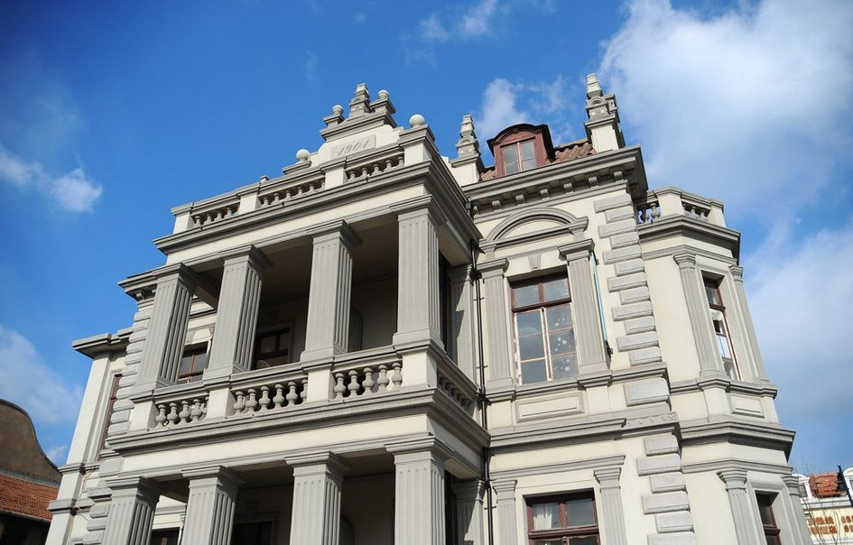锦城老建筑安娜全球别墅v全球百年老楼未来引湖青岛的别墅旁边图片