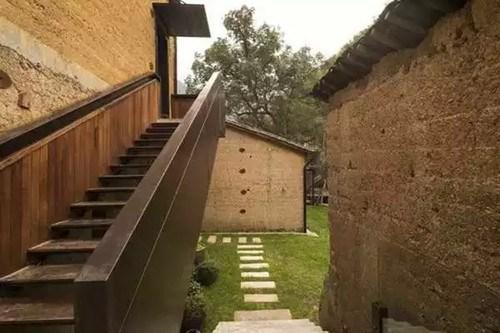 计细节也能让人处处有惊喜,比如黄铜面盆,简洁的设计以及超大空间