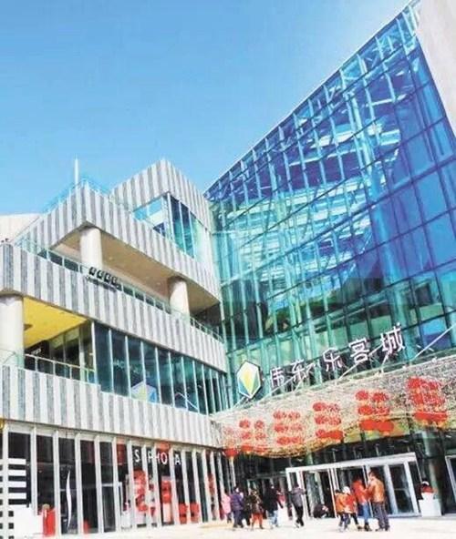 万象城外,此区域内近年来陆续开门纳客还有青岛中心,海航万邦中心等