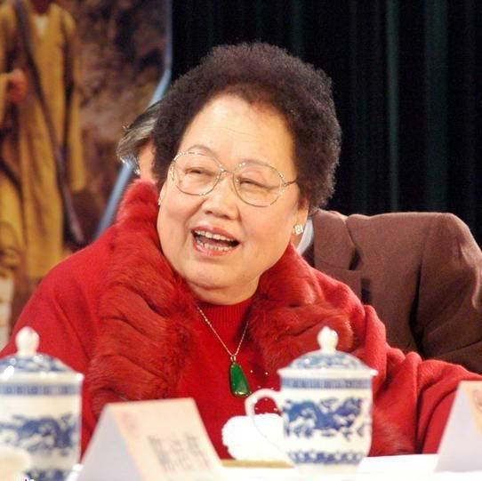 胡润女丽华榜主演北京地产女王陈富豪首成中赵荀和侯梦莎发布的电视剧图片