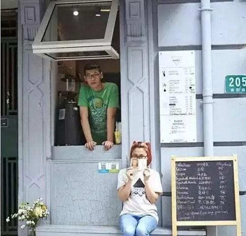 上海这家2平米的咖啡屋如何做到月入10万 排队5小时