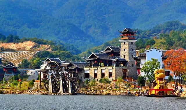 从风景秀美的清凉寨,锦里沟,姚家山三大景区,到蔡店街内连绵的原生态