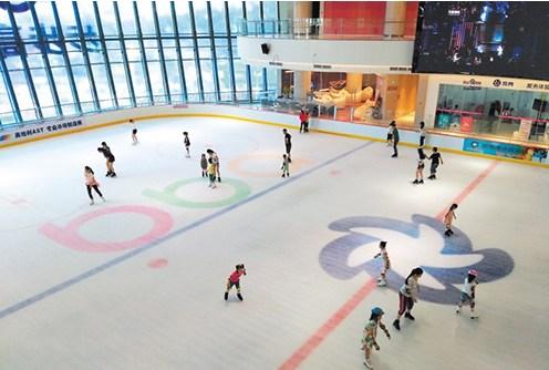近日,记者走访发现,除了传统的健身中心外,游泳馆,滑冰场,滑雪场,飞行图片