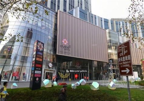 搜铺资讯 商圈观察 >正文   浦建路巴黎春天建设了通向五楼的滑滑梯把