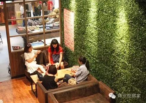 店铺装修风格首推森林系,工业复古系和欢乐畅游系等三个系列,形态上